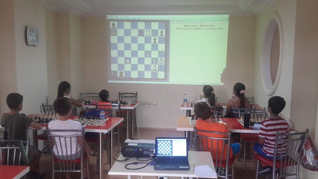 Antalya Büyük Ustalar Satranç Kulübü Lara Şubesinde Eğitim Zamanı