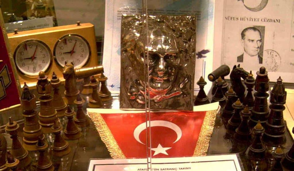 Mustafa Kemal Atatürk'ün Satranç Takımı