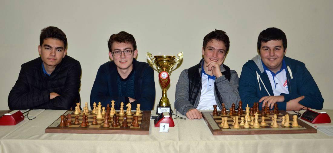 Büyük Ustalar Satranç Kulübü'nün öğrencileri olan Alperen Akdoğan, Hakkı Berat Dalgar ve Yiğit Pektaş; Bahçeşehir Yıldızları Takım adıyla Yıldızlar kategorisinde yarıştı ve Takım namağlup şampiyon olarak kupa ve madalya kazandı.